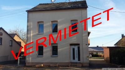 Zwei-/ Dreifamilienhaus in Hennef- Uckerath mit großem Garten und Garagen